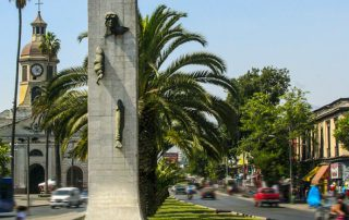 Escultura de Enrique Villalobos. Fuente: metro.cl